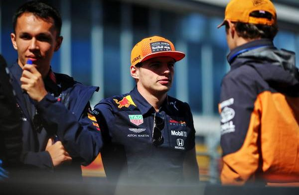 Verstappen despite early spin twice in second place in strong sim race