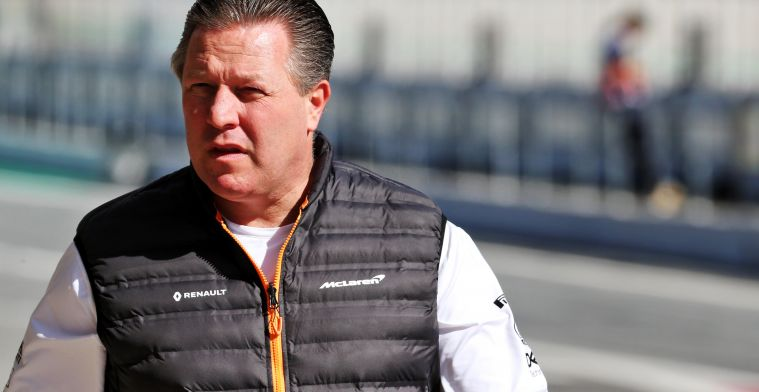 F1 Social Stint | Zak Brown gaat simracen bij de Supercars