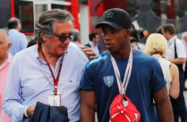Minardi: 'Er wordt gefluisterd dat Mercedes de boel te koop zet'