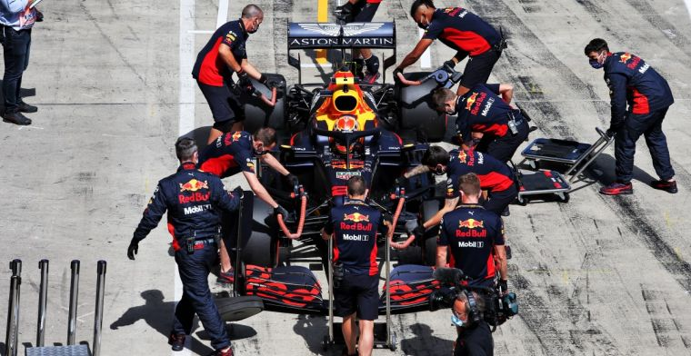 Engineers Red Bull Racing and Mercedes differ about medium tire advantage