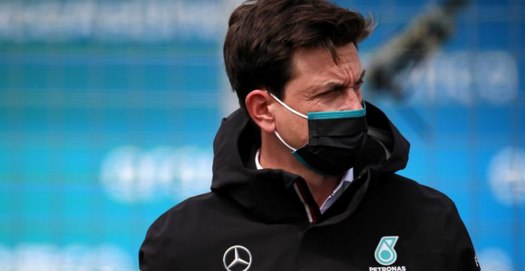 Wolff on Verstappen's tyre choice: Gonna be hard to keep your position