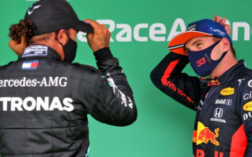Verstappen nog niet zo ver als Hamilton: 'Die profiteert van zijn ervaring'