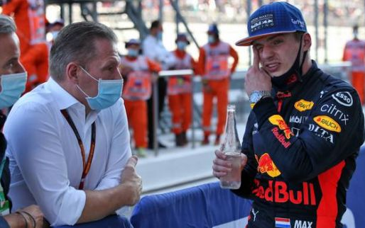 Jos Verstappen gefrustreerd in raceauto:
