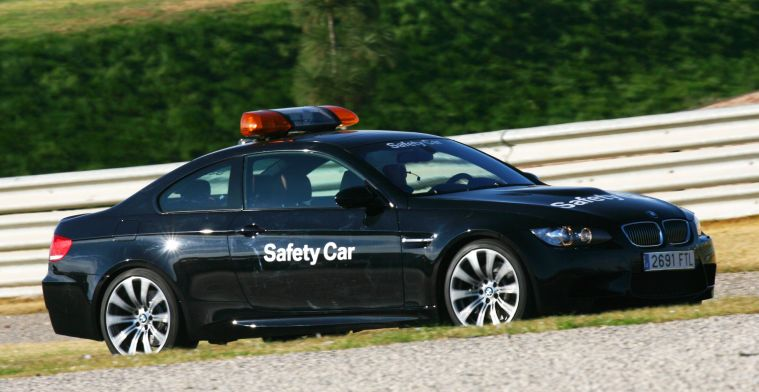 Bizar: Safety car en medical car gestolen van Engels circuit