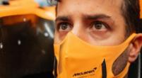 """Afbeelding: Ricciardo bezoekt de McLaren-fabriek: """"Is dit mijn stoeltje? Ik pas er niet in"""""""