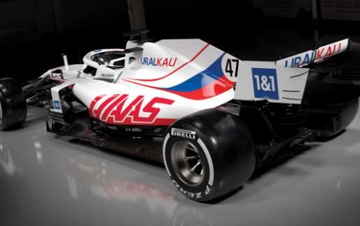 The Internet discusses the 'Russian livery' on the American Haas F1 car