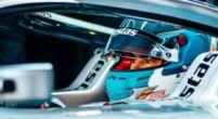 Image: Nyck de Vries cheers for Hamilton in battle with Verstappen