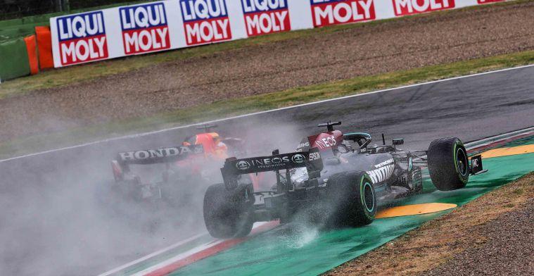 Hamilton en Verstappen verwikkeld in hevige strijd: 'Die gaan elkaar nog raken'