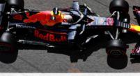 Afbeelding: Verstappen is wakker en weet Hamilton te verschalken bij de herstart!