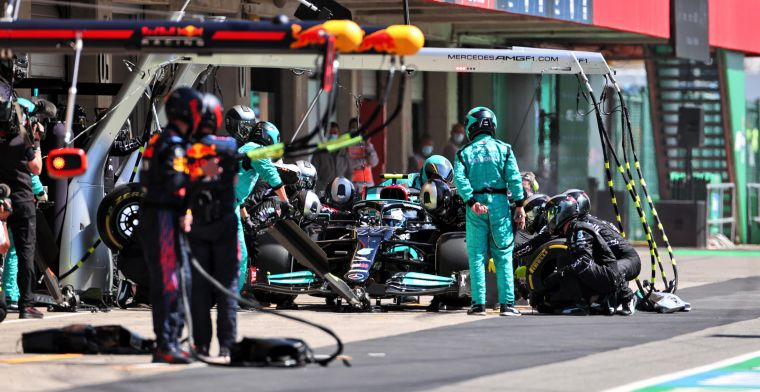 Mercedes sorrowful: 'Didn't see the opportunity we were giving Verstappen here'