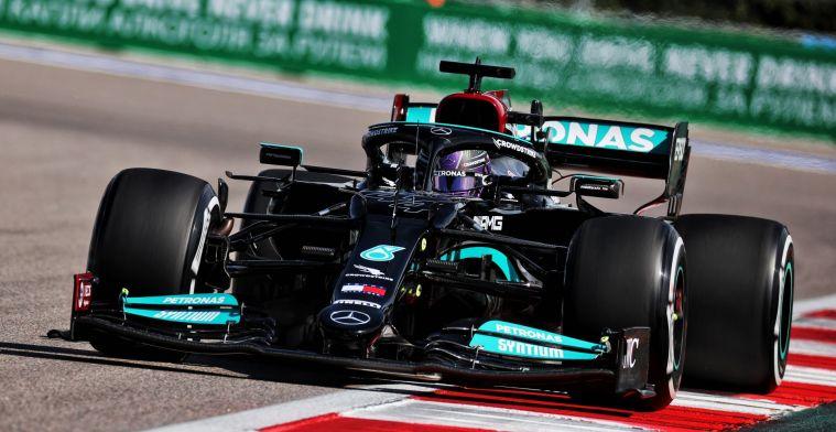 Opmerkelijk: Hamilton veroorzaakt ongeluk in pitstraat