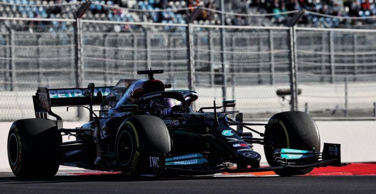 Hamilton geeft toe: 'Verstappen had moeten winnen in Bahrein en Baku'