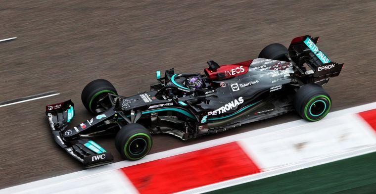 Hamilton voelde geen druk: 'Duidelijk dat Max achteraan begon'