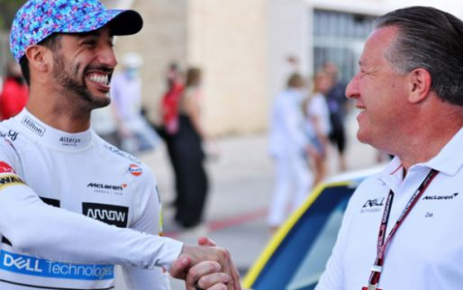 Ricciardo rijdt in auto van NASCAR legende